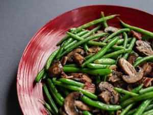 Green beans stir-fried with mushrooms